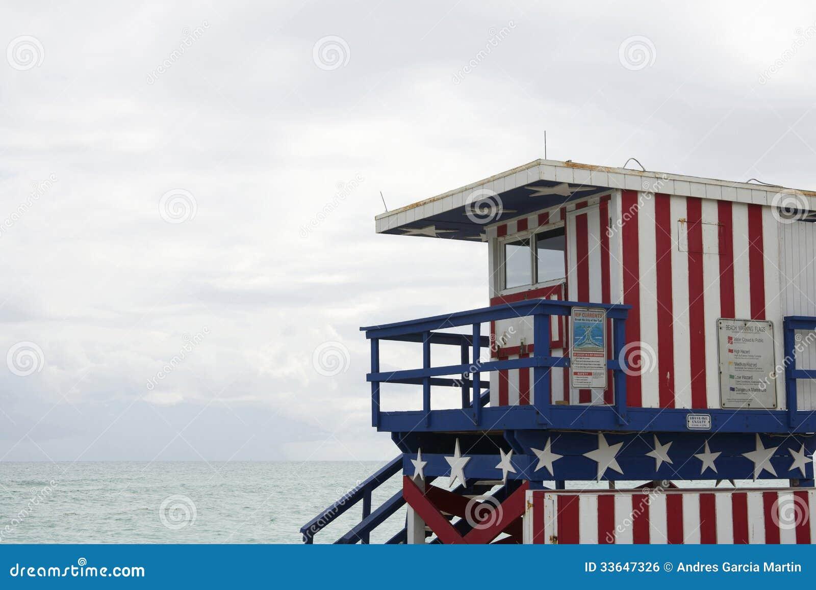 Estação da salva vidas em Miami Beach em um dia nebuloso Florida. #82A229 1300 958