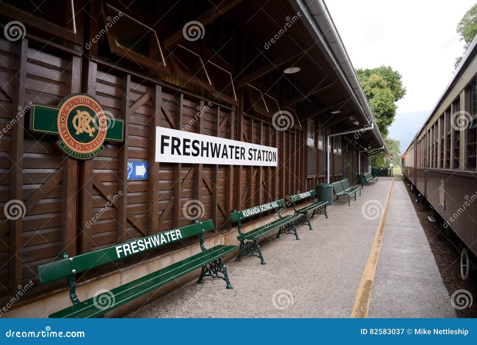 Estação de caminhos-de-ferro de água doce em Queensland Austrália