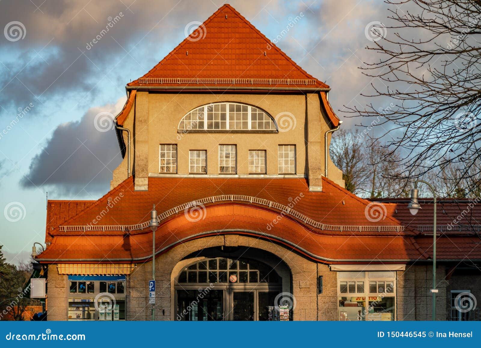 Estação de caminhos de ferro do art nouveau em Berlin Frohnau