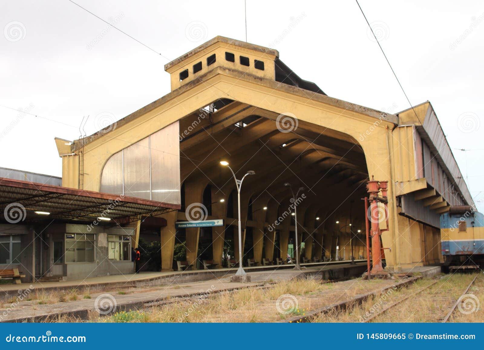 Estação de caminhos de ferro Metade-usado