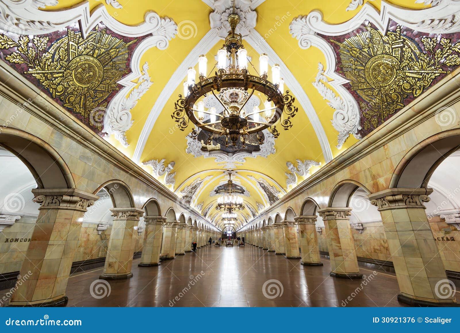 A estação de metro Komsomolskaya em Moscovo, Rússia