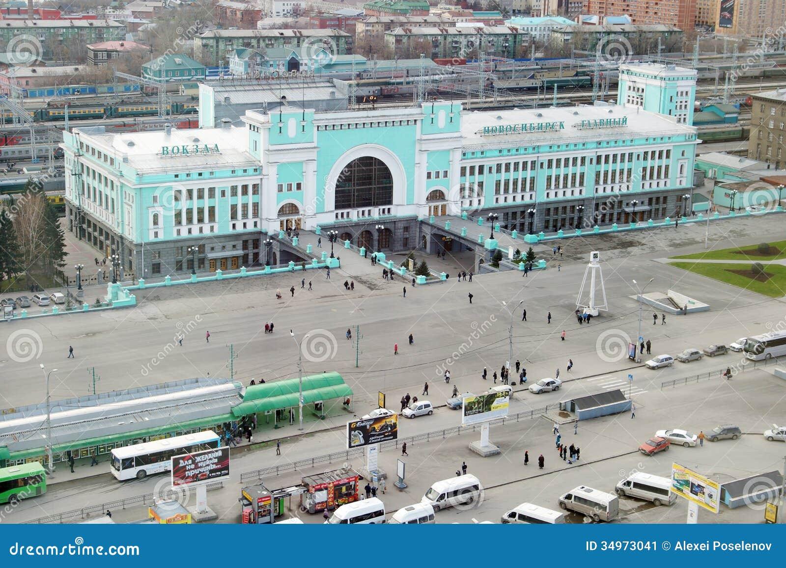 Estação de trem na cidade de Novosibirsk, a cidade a mais grande em Sibéria ocidental, Rússia