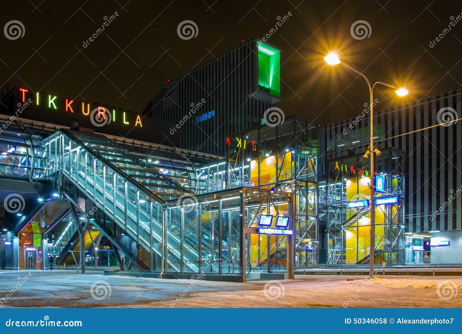 Estação de trem nova de Tikkurila em Vantaa, Finlandia