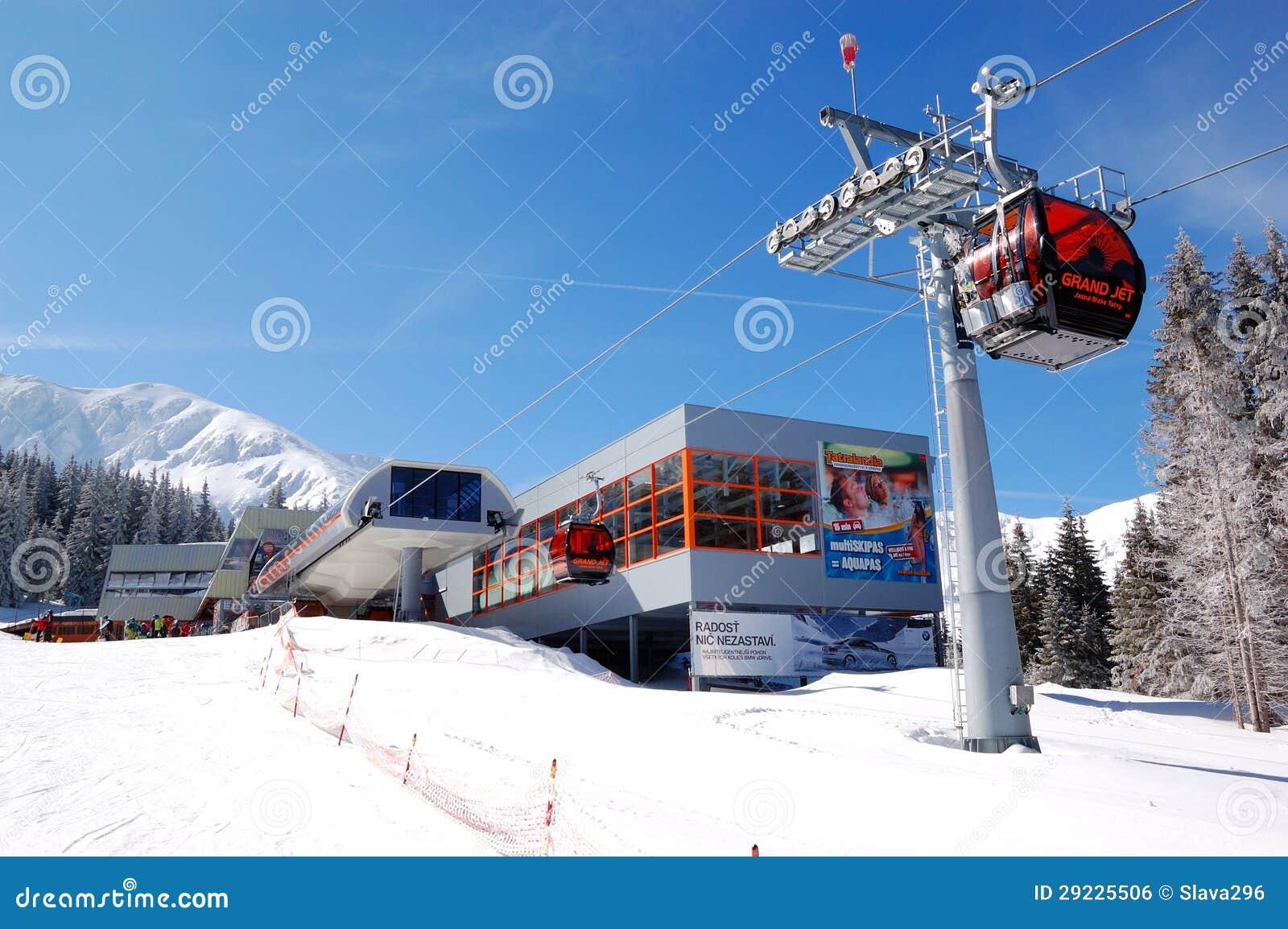 Download Estação Do Cabo Aéreo Em Jasna Baixo Tatras Foto Editorial - Imagem de inverno, transporte: 29225506