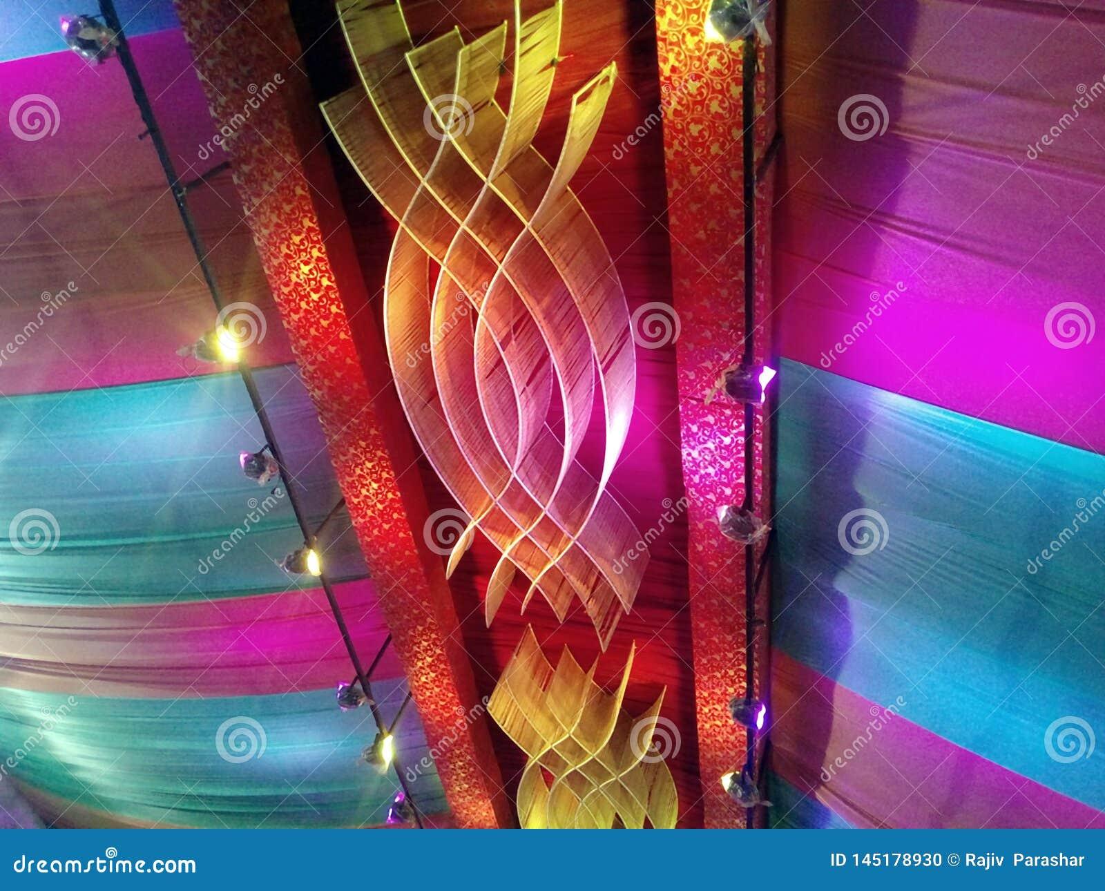 Esta é a imagem da decoração do casamento que nos muitos luz da cor usada