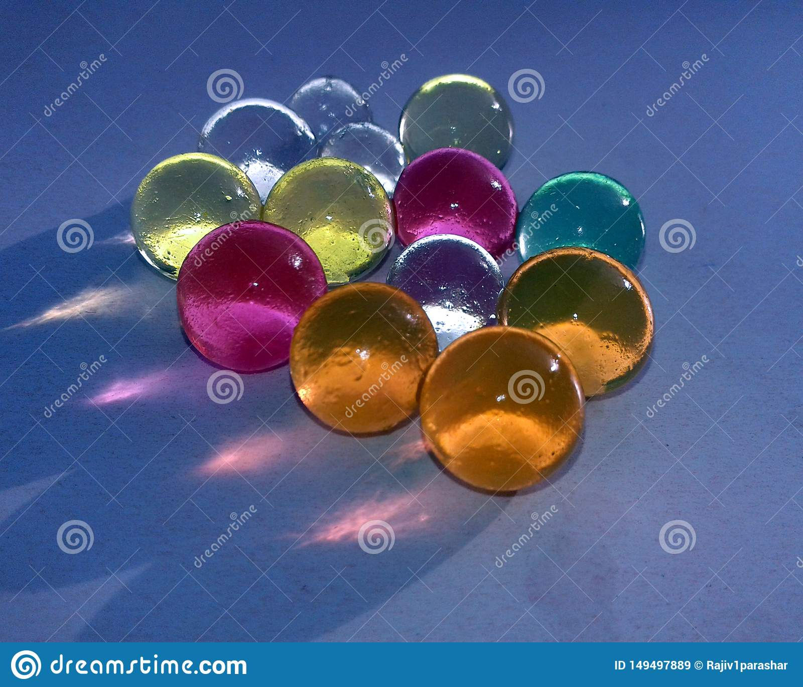 ESTA ? A IMAGEM de marbels de vidro coloridos