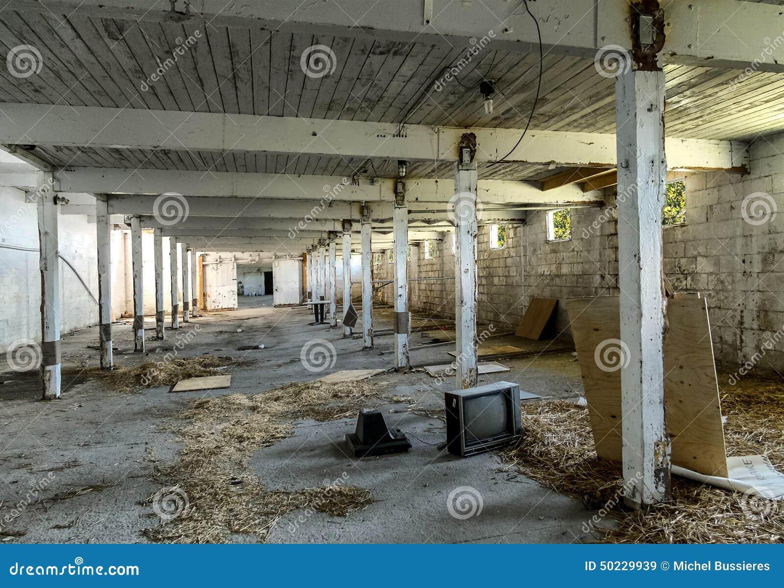 Establo abandonado de la pista del caballo imagen de for Interieur 19eme siecle