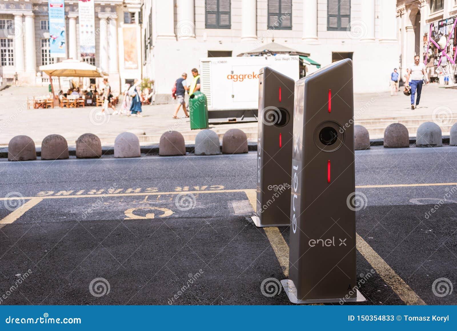 Estación de carga del coche eléctrico del Enel X Italia en Génova, Europa