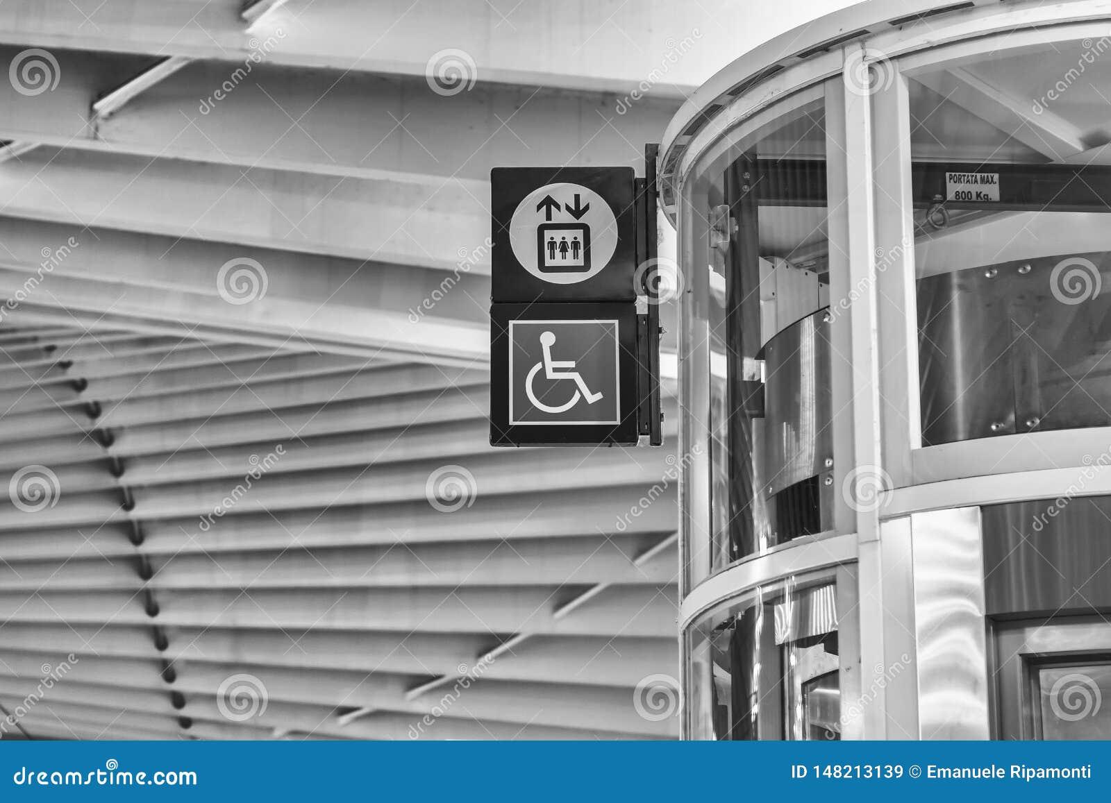 Estación de tren de alta velocidad Reggio Emilia, señal para discapacitado