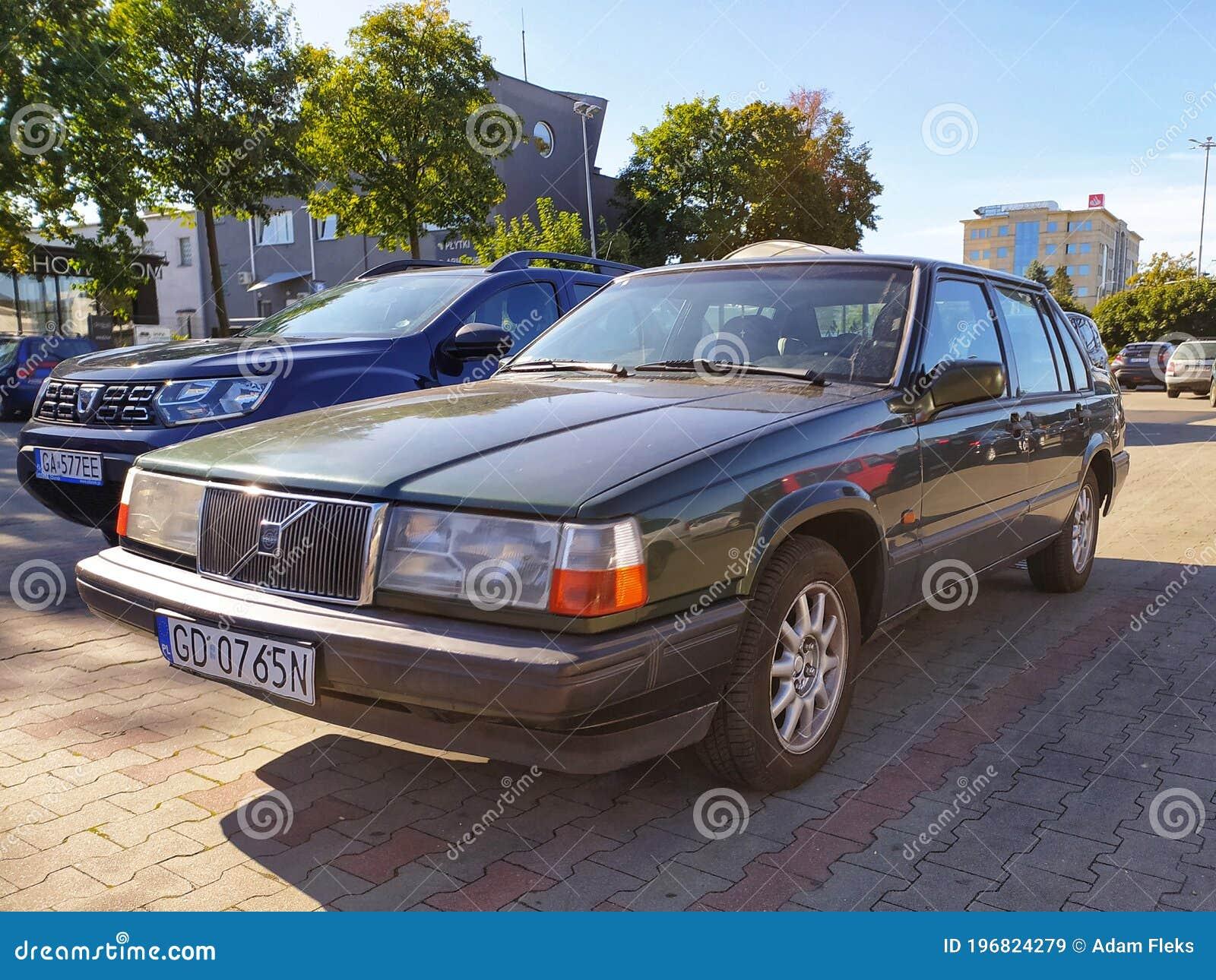 Estacionado El Viejo Coche Clasico Volvo 940 Polar Sedan Imagen De Archivo Editorial Imagen De Volvo Viejo 196824279
