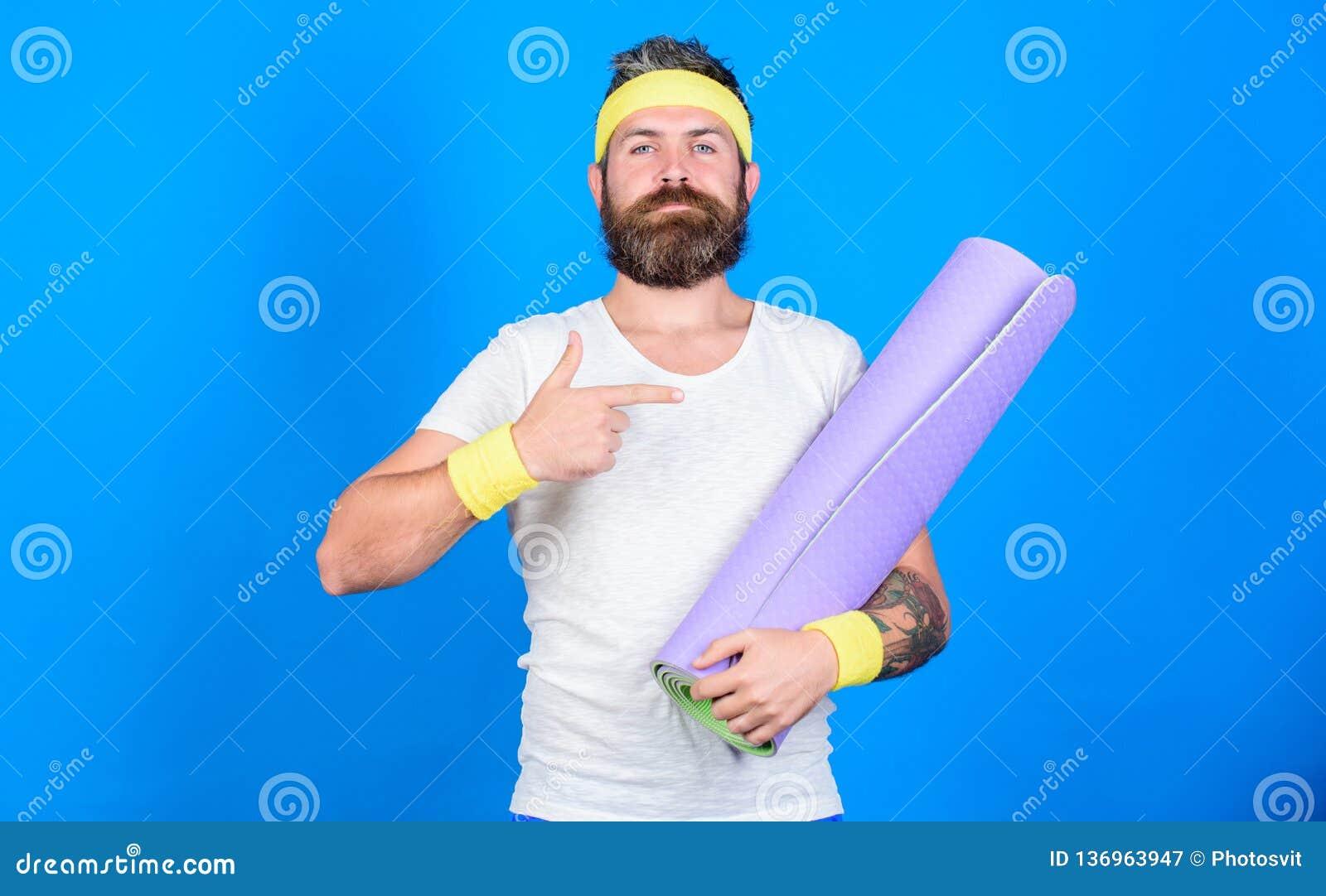 Estada na forma Treinador profissional da ioga do atleta motivado treinando Deixa a classe da ioga do começo Ioga como o passatem