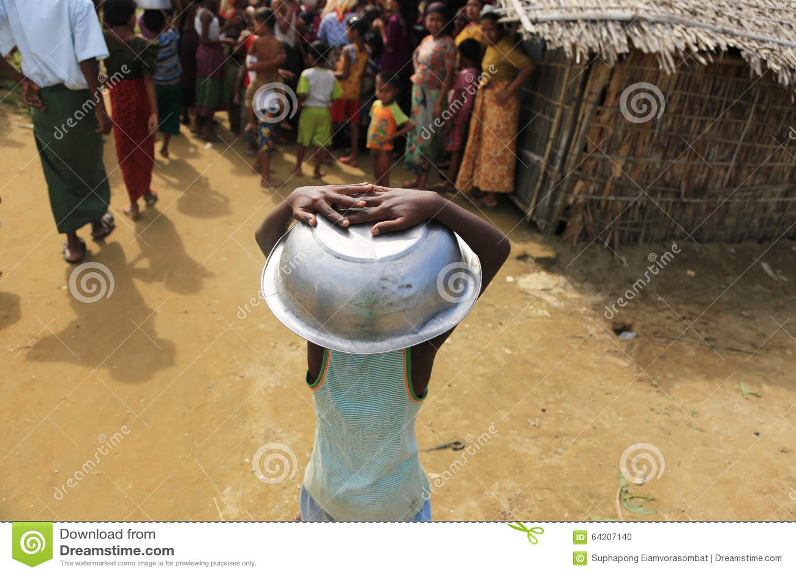 ESTADO DE RAKHINE, MYANMAR - 5 DE NOVIEMBRE: Los centenares de musulmanes Rohingya están sufriendo la desnutrición severa en camp