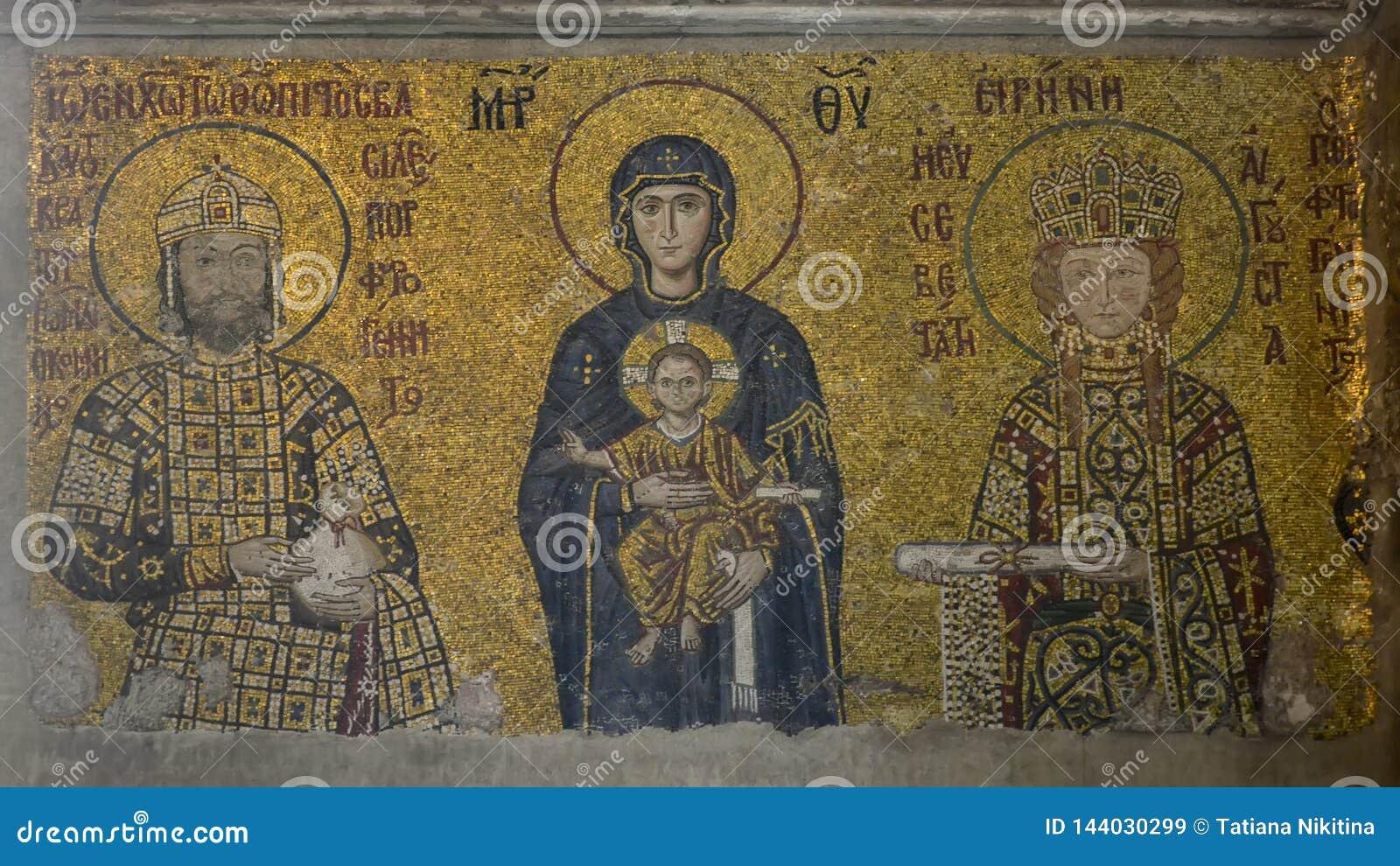 Estambul, Hagia Sophia Mosaico que representa la Virgen María con Jesús en sus brazos, emperador Juan II y emperatriz Irene