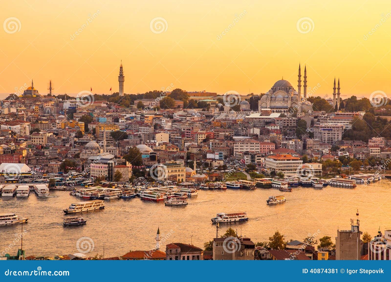 Estambul, Turquía, opinión sobre bahía de oro del cuerno de la torre de Galata