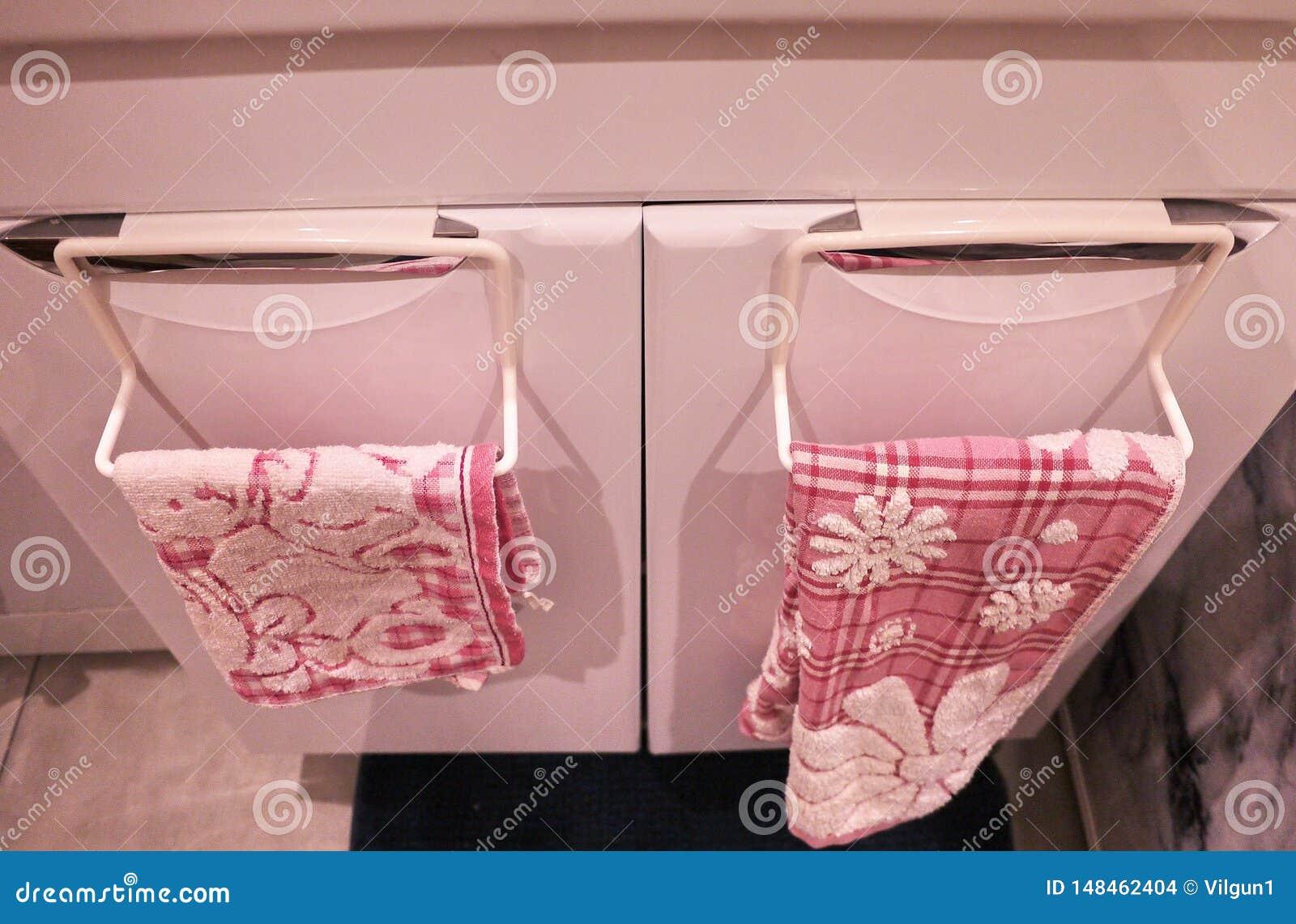 Estante de toalla al cuarto de ba?o o a la cocina El peque?o cuarto de ba?o o cocina interior accesorio, ayudar? en la econom?a D