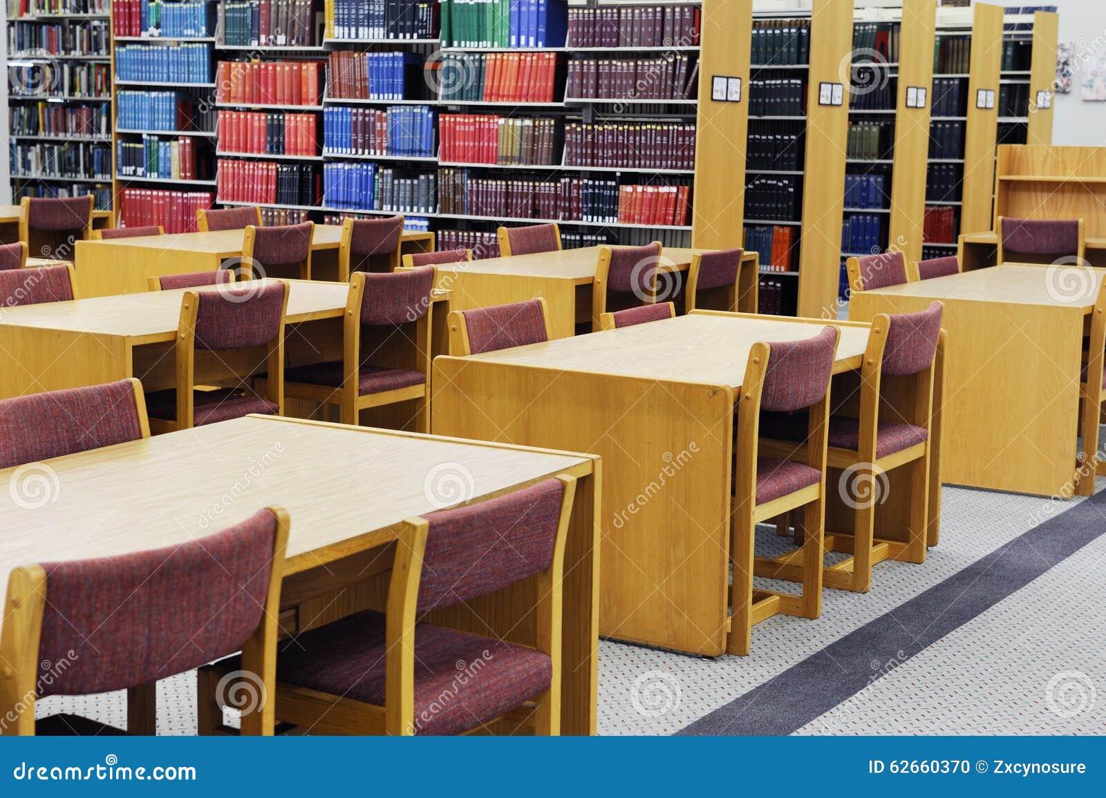 Estante e mesa do estudo da biblioteca foto de stock for Mesa biblioteca