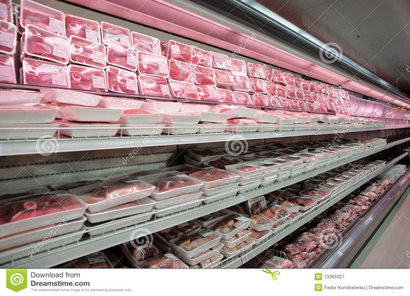 Estantes con la carne
