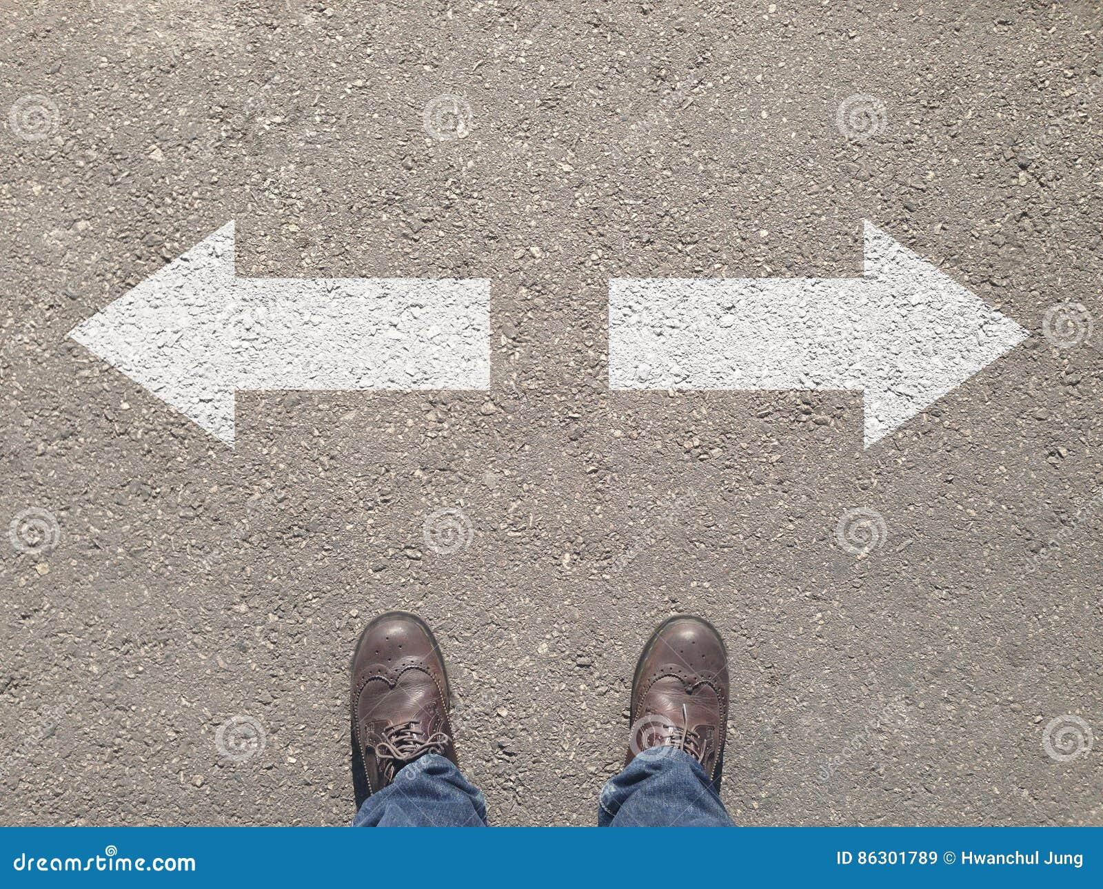 Estar na estrada transversaa que faz a decisão que maneira de ir