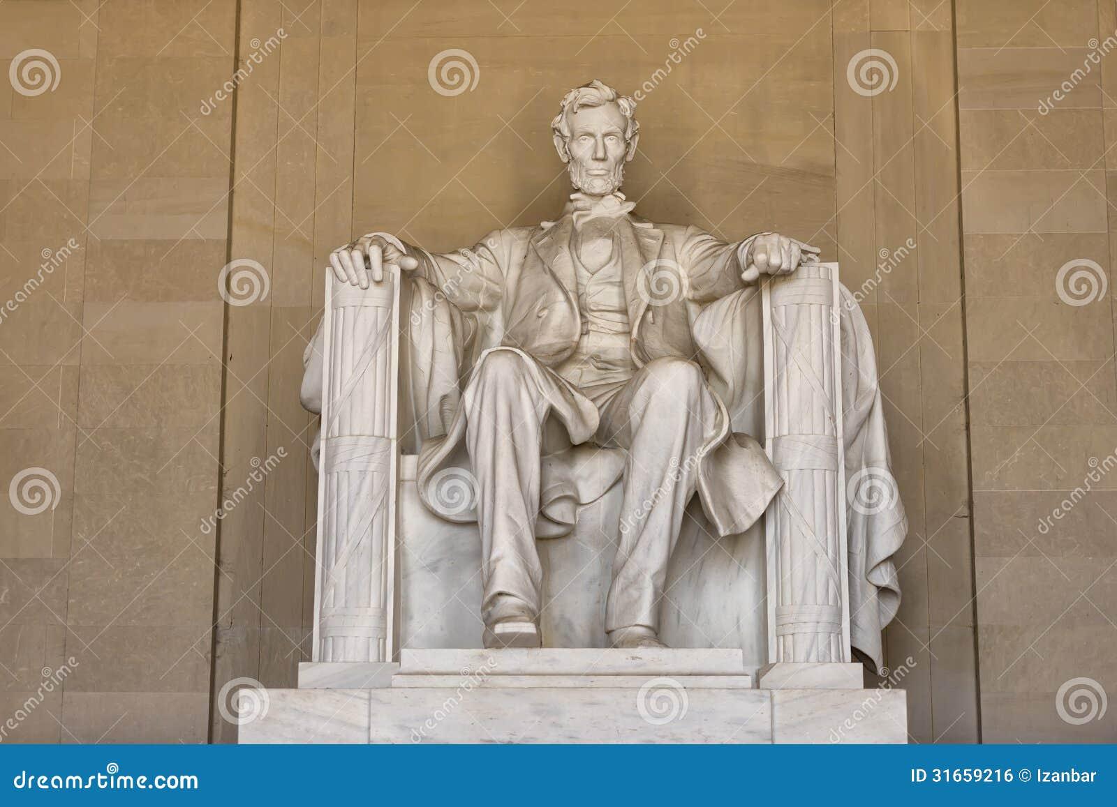 Estatua de Abraham Lincoln en el monumento del Washington DC