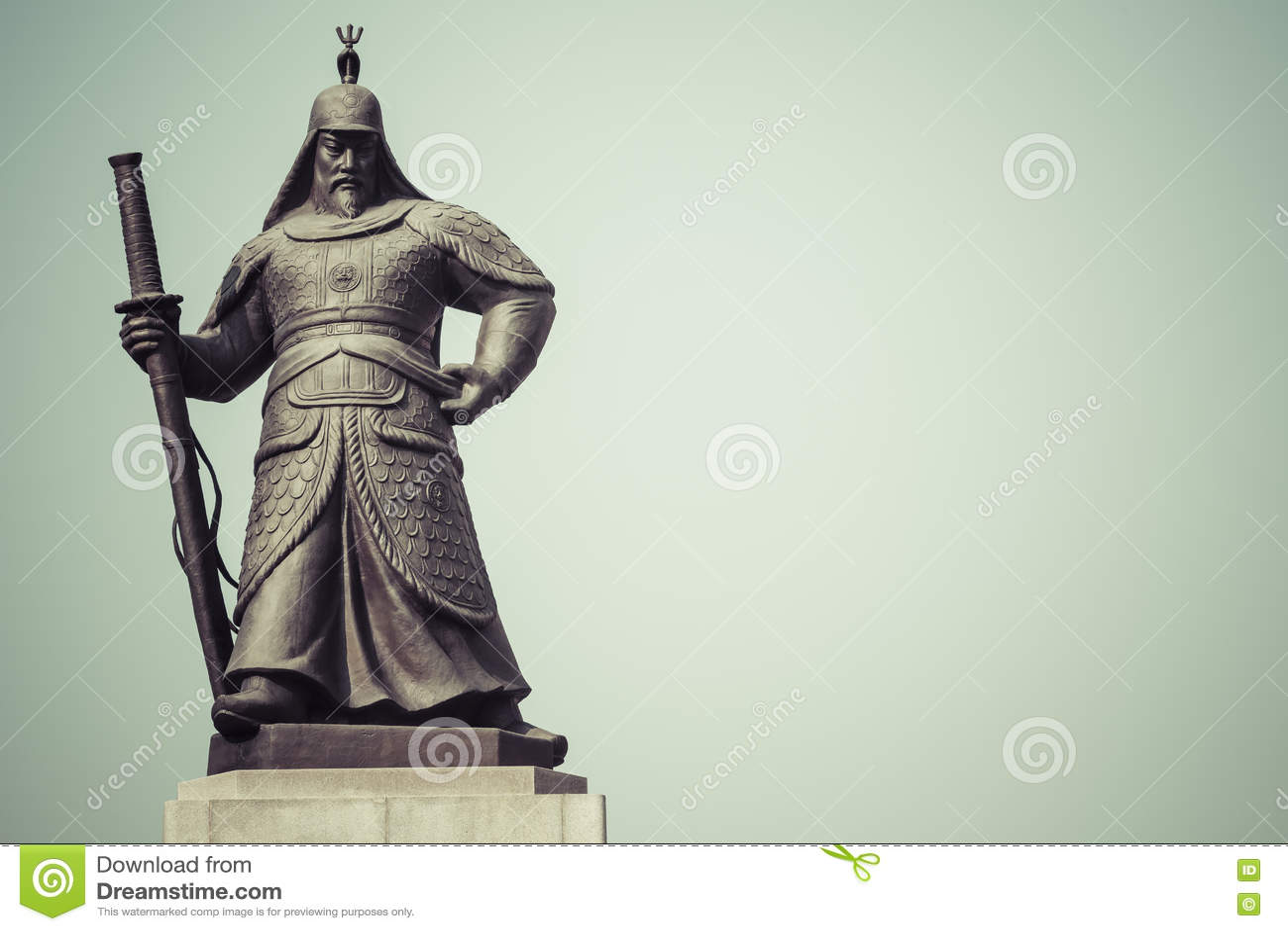 Estatua de almirante Yi Sunsin en la plaza de Gwanghwamun en Seul, del sur