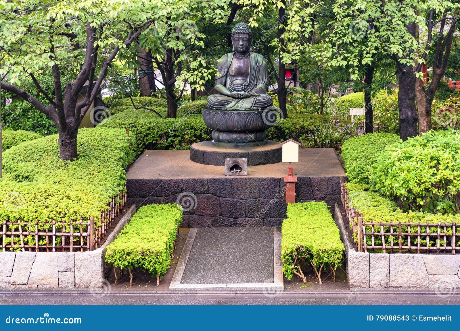 Estatua de buda en jard n japon s imagen de archivo for Jardin japones 2016