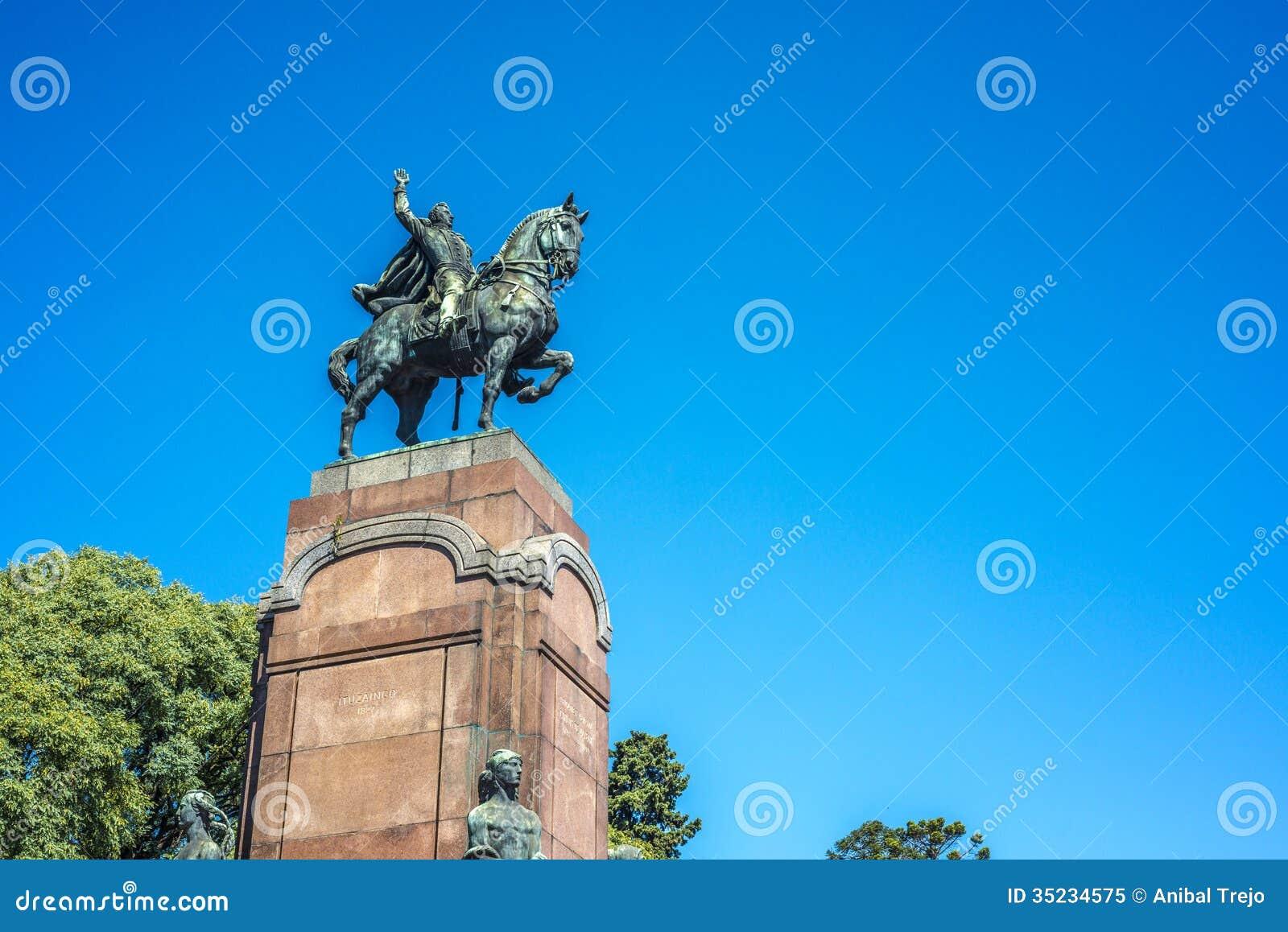 Estatua de Carlos de Alvear en Buenos Aires, la Argentina
