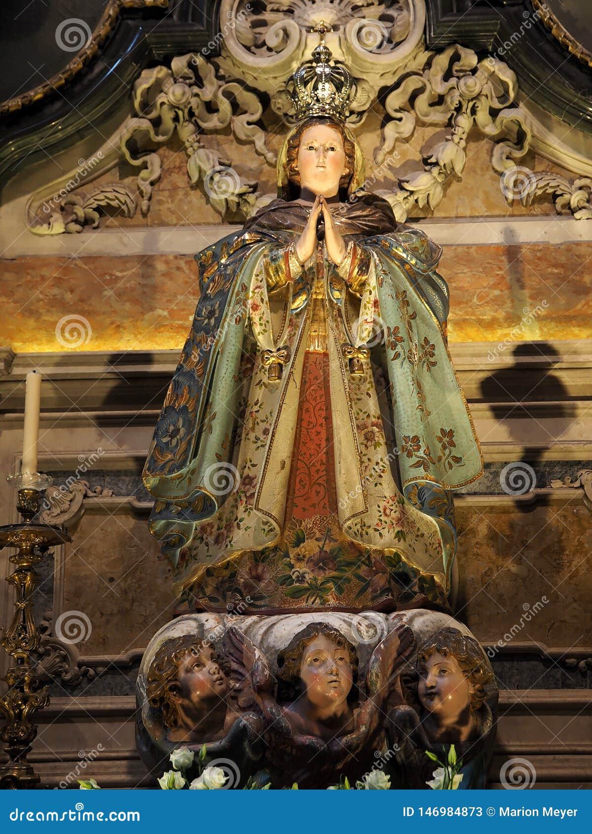 Estatua de la bas?lica DA Estrela en Lisboa