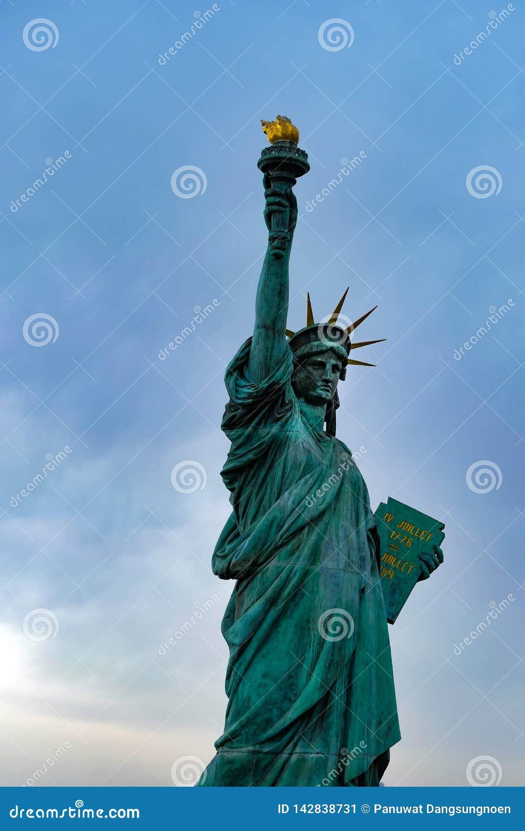 Estatua de la libertad en el área de Odaiba, Tokio, Japón