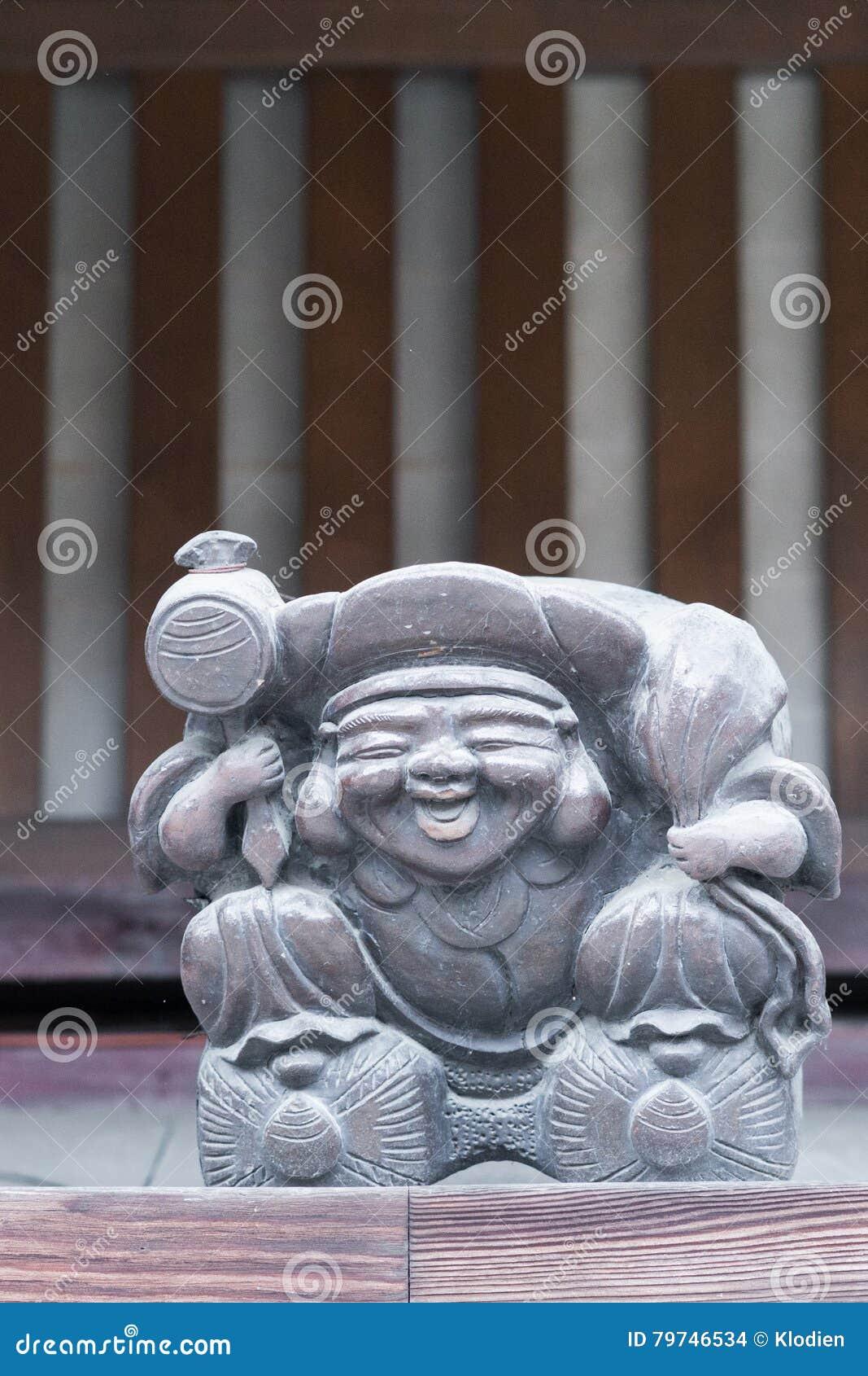 Estatua de madera de Ebisu, dios japonés de la suerte