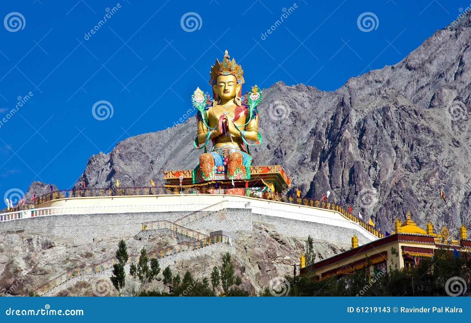 Estatua de Maitreya Buda en el monasterio de Duskit, Nubra, Leh-Ladakh, Jammu y Cachemira, la India