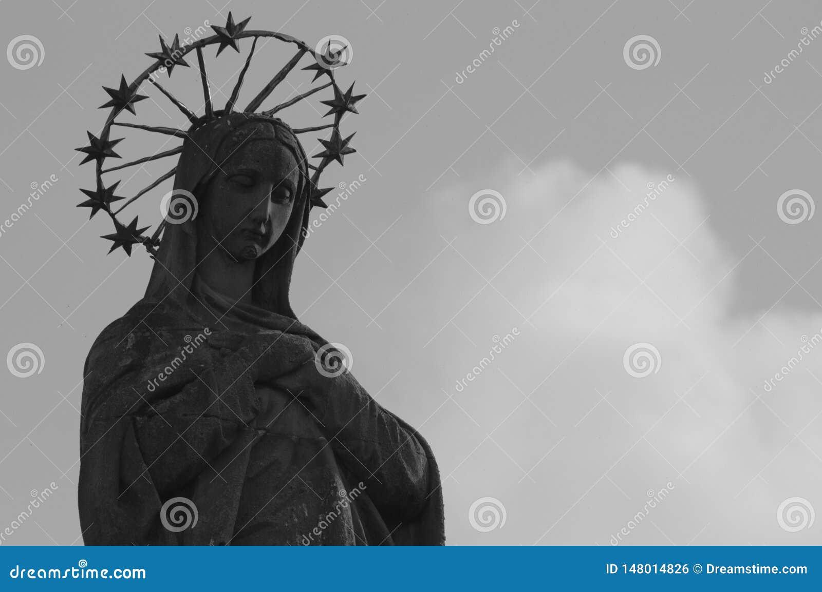 Estatua de nuestra se?ora Mariensaule