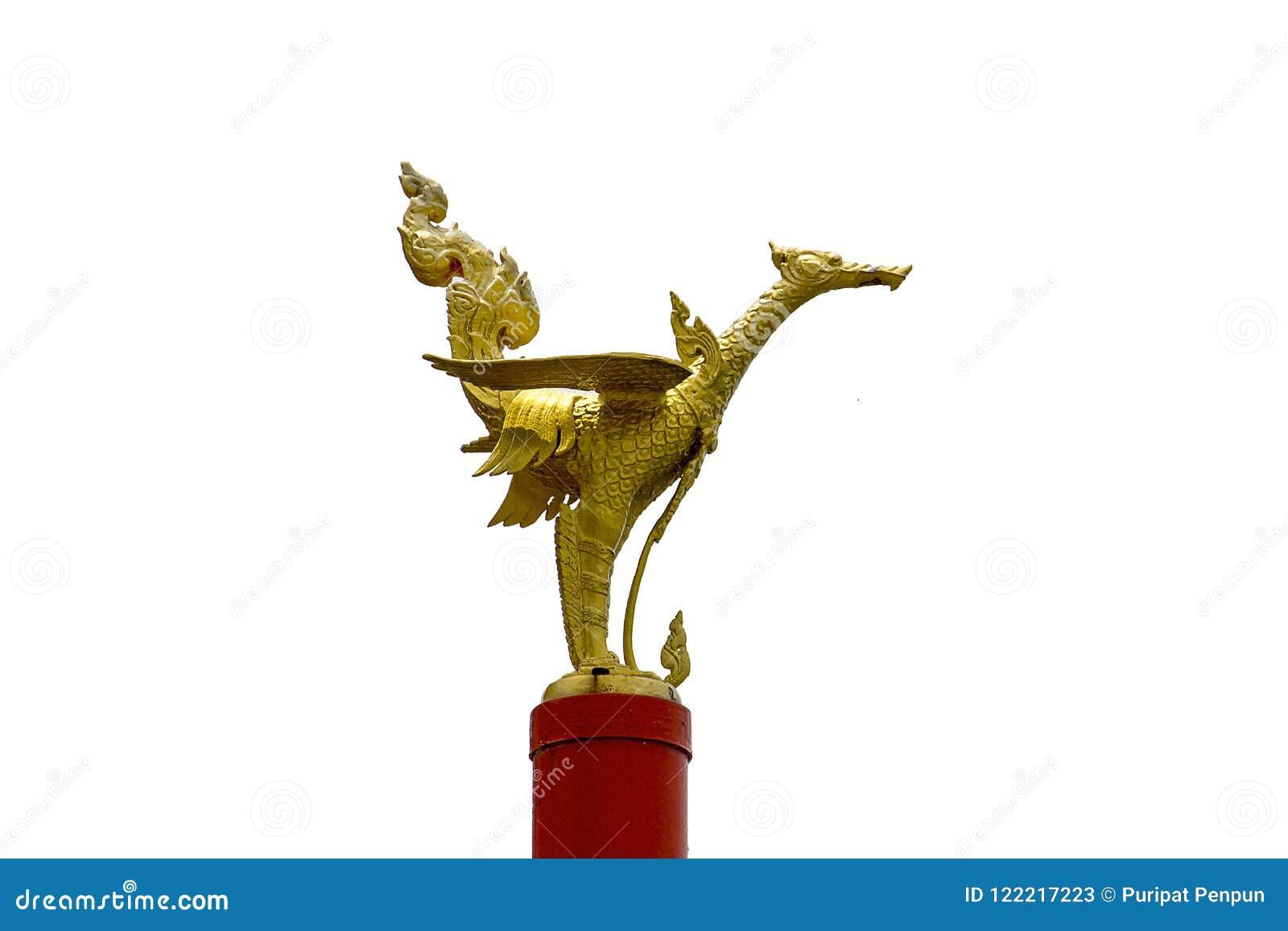 Estatua de oro del trago en el extremo de los pilares rojos