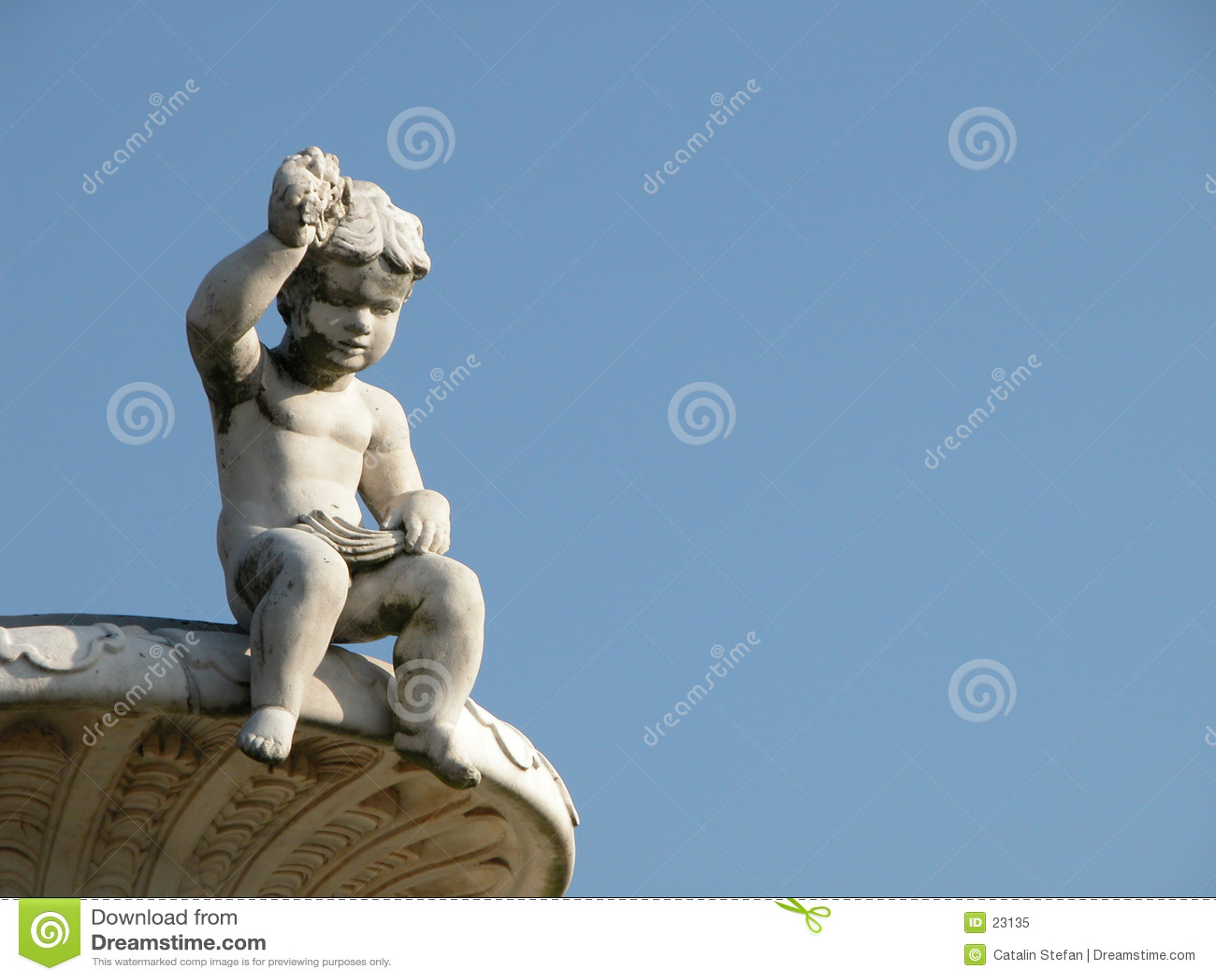 Estatua de un niño