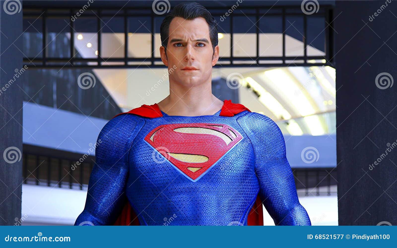 Estatua del superhombre