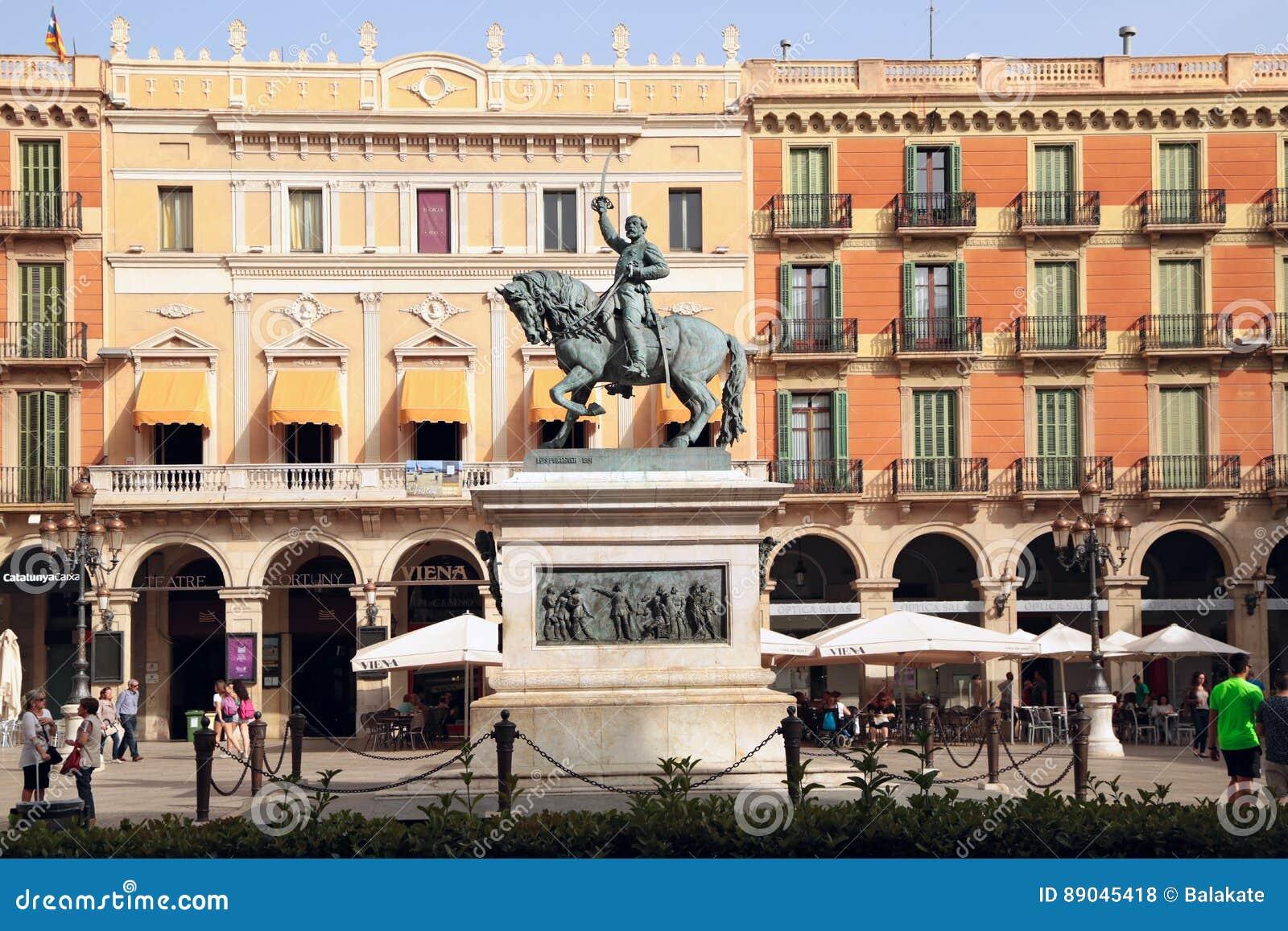 Estatua ecuestre del general Joan Prim, Reus, España