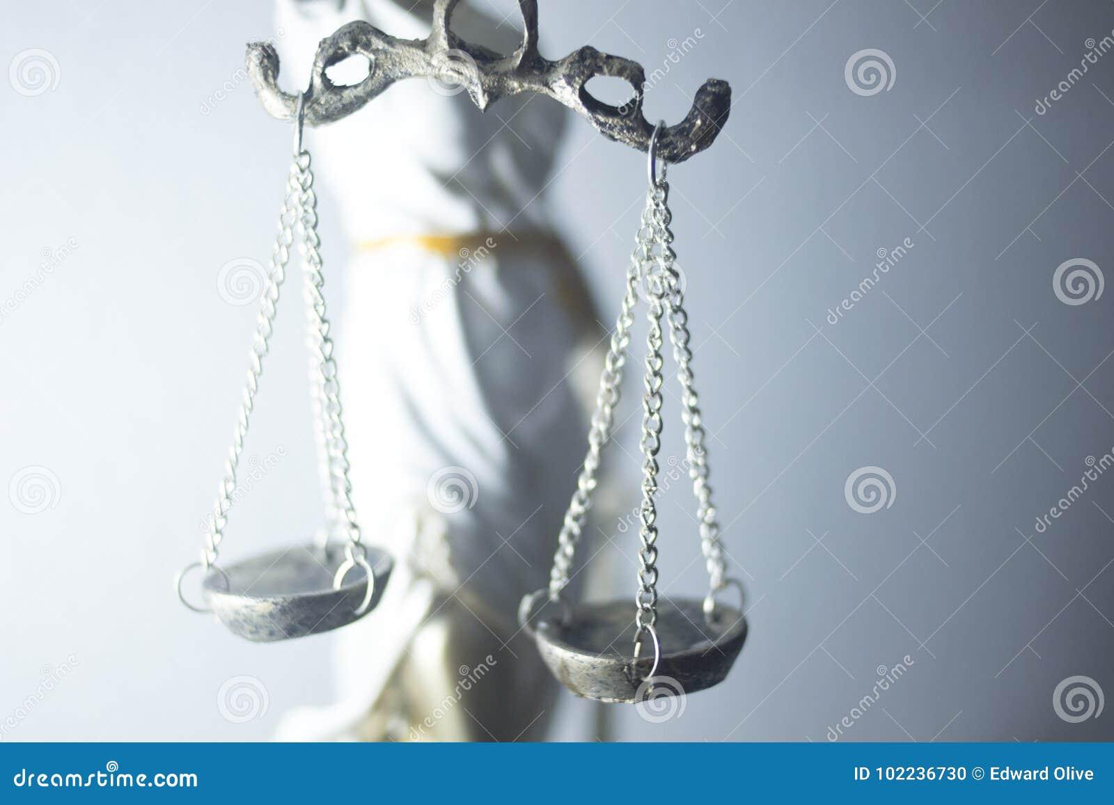 Estatua legal de la justicia de los abogados
