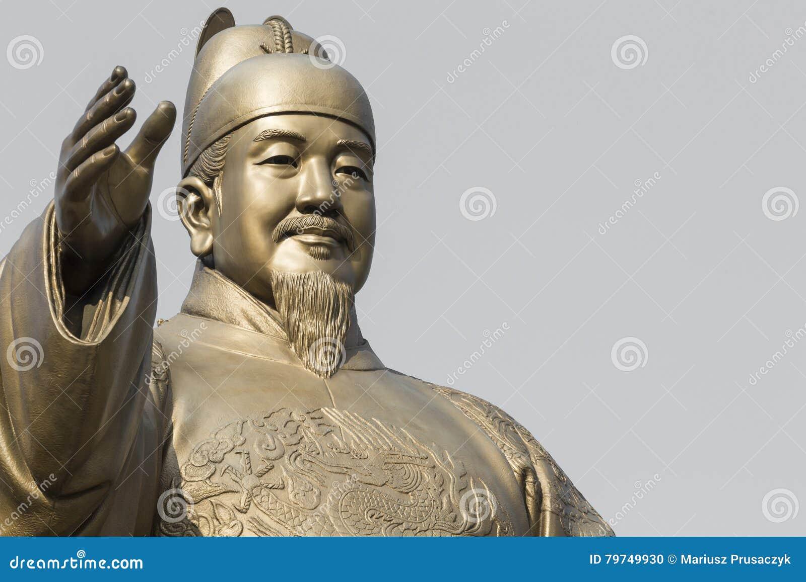 Estatua pública de rey Sejong, el gran rey de la Corea del Sur, adentro