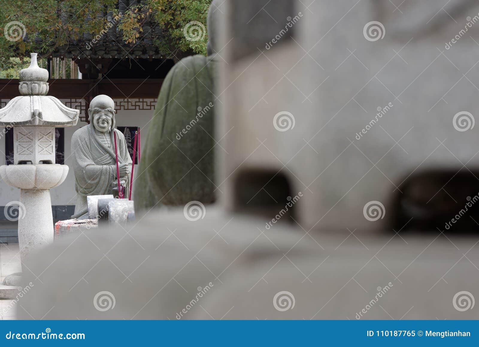 Estatua tallar-grande de piedra venerable dieciocho