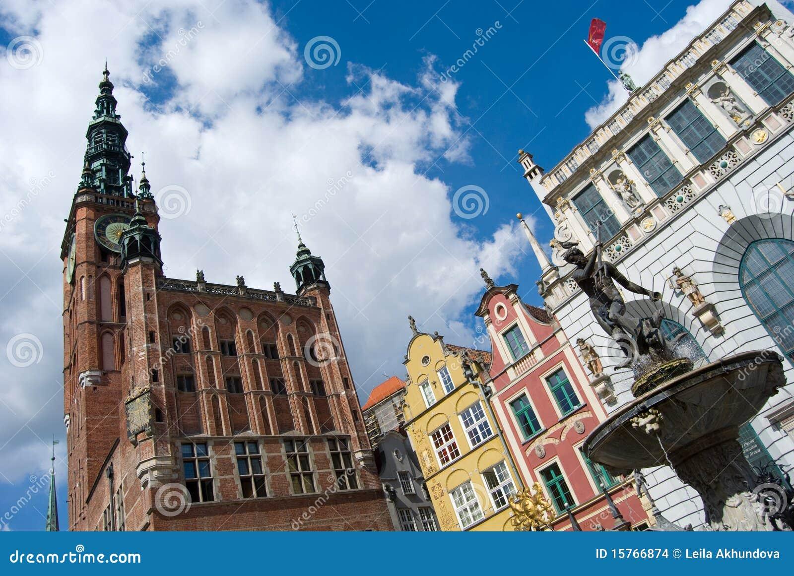 Estatua vieja y ayuntamiento de la ciudad, de Neptuno de Gdansk