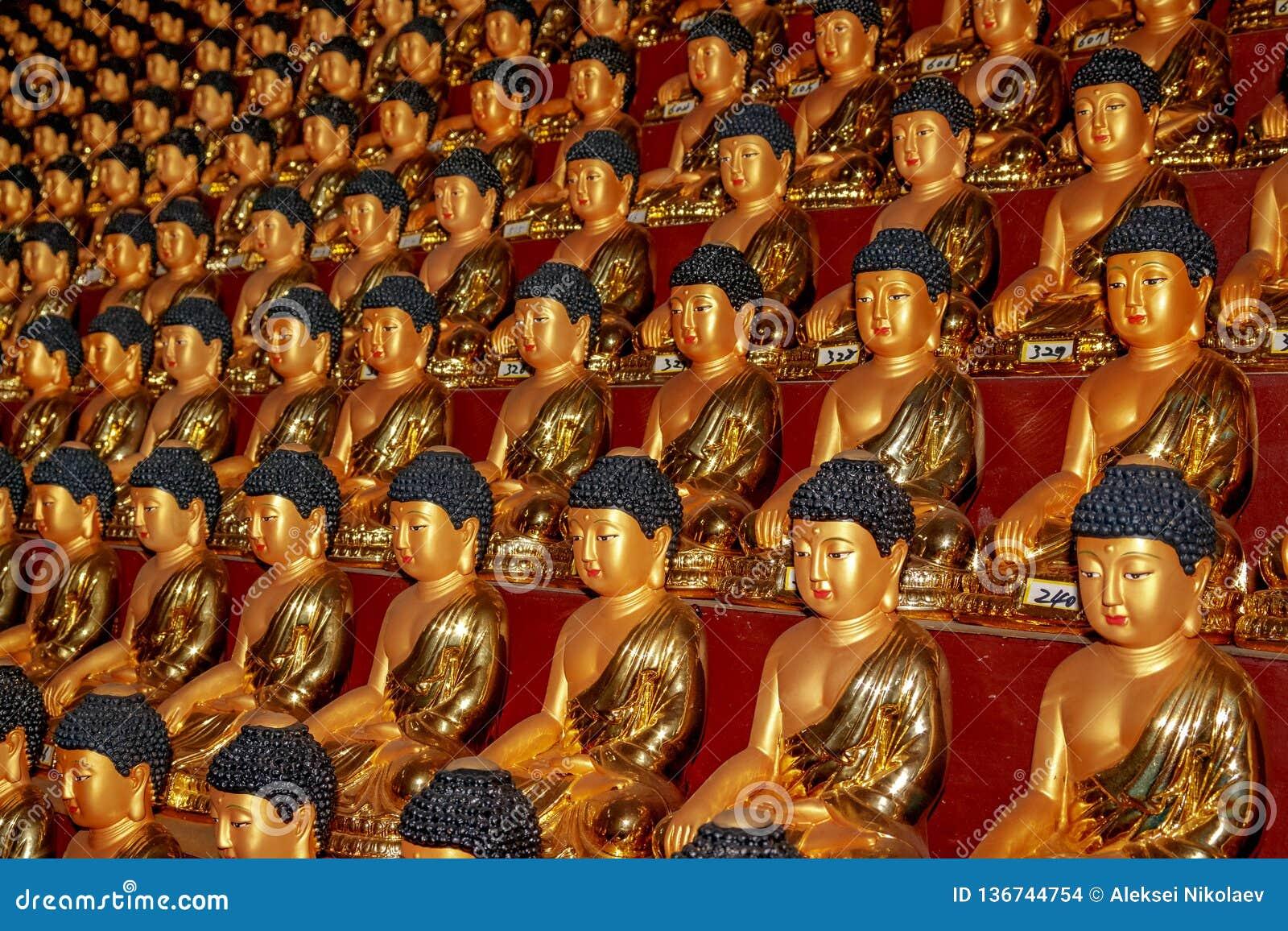 Estatuas de Buda en Hua Yan o el templo de Huayan en provincia de Tumen, Jilin, prefectura de Corea Yanbian Una manera interesant