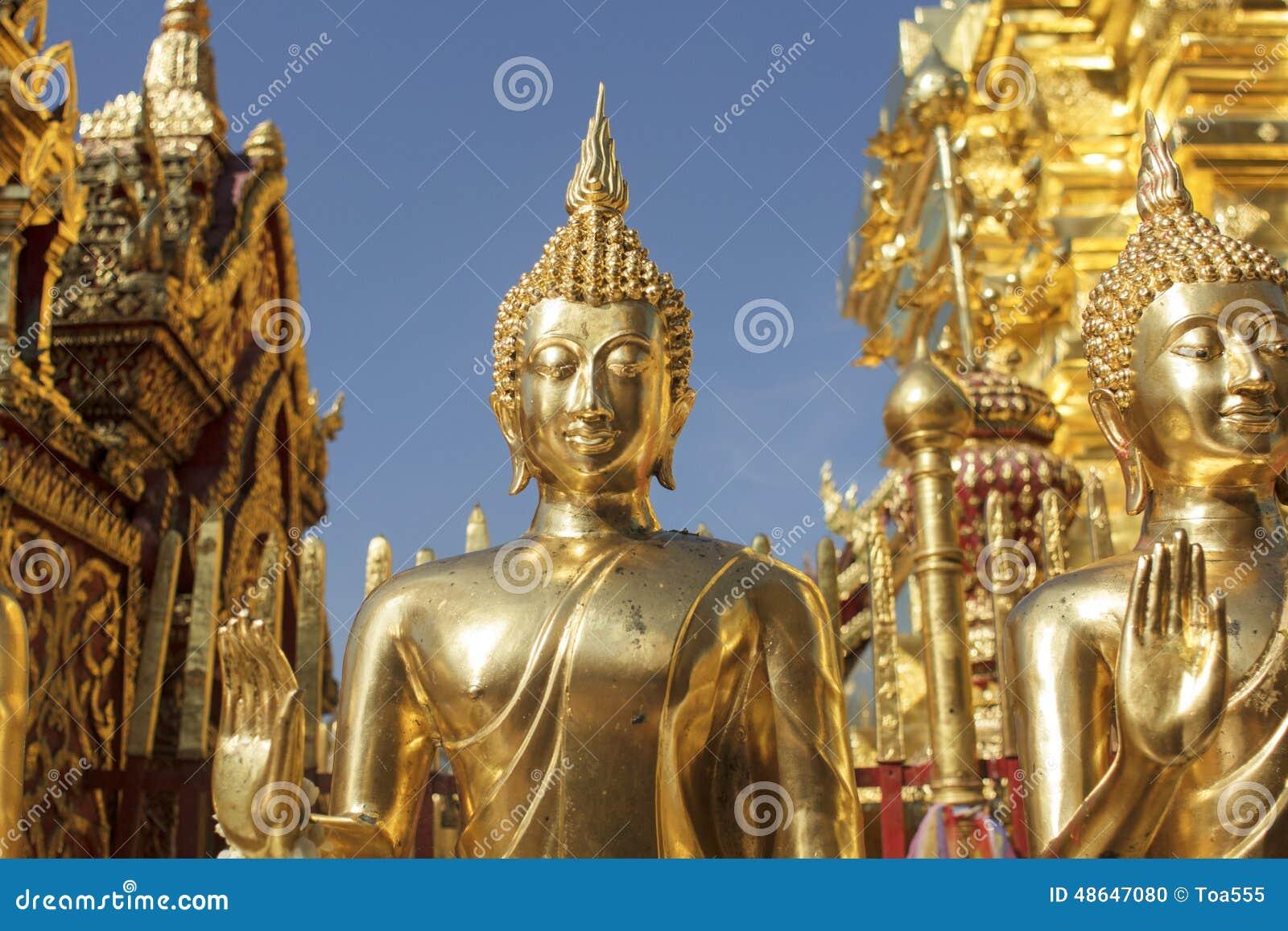 Estatuas de Buda en Wat Phra That Doi Suthep en Chiang Mai