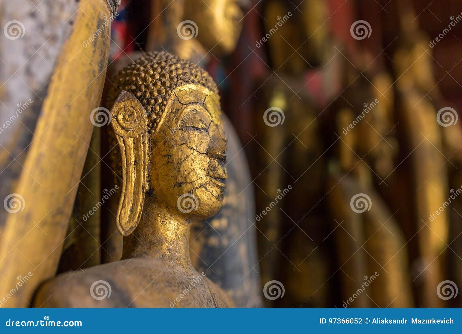 Estatuas de Buda en Wat Xieng Thong en Luang Prabang