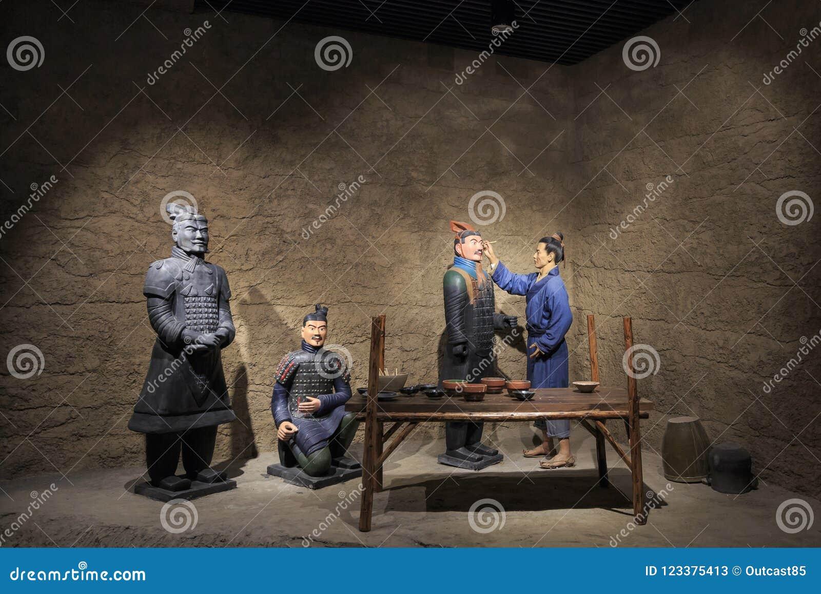Estatuas de la arcilla en el museo de las estatuillas de la arcilla
