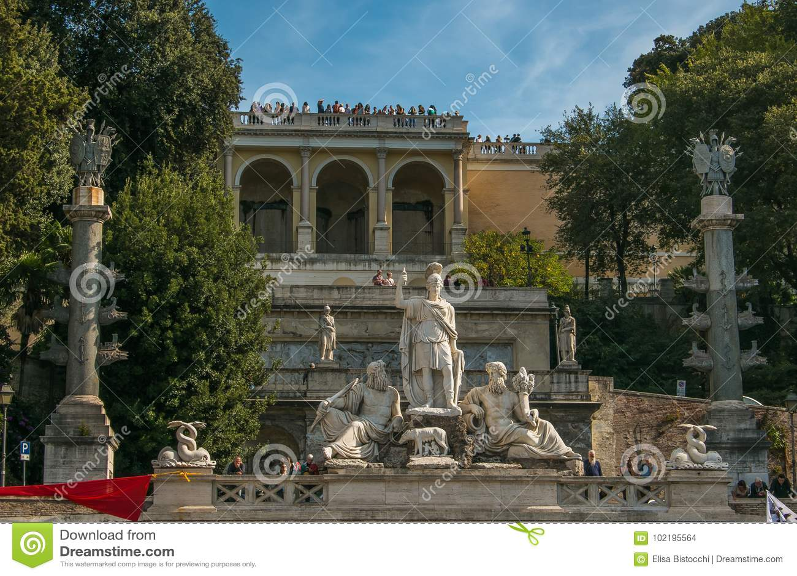 Estatuas De La Diosa De La Fuente Y De La Terraza De Pincio