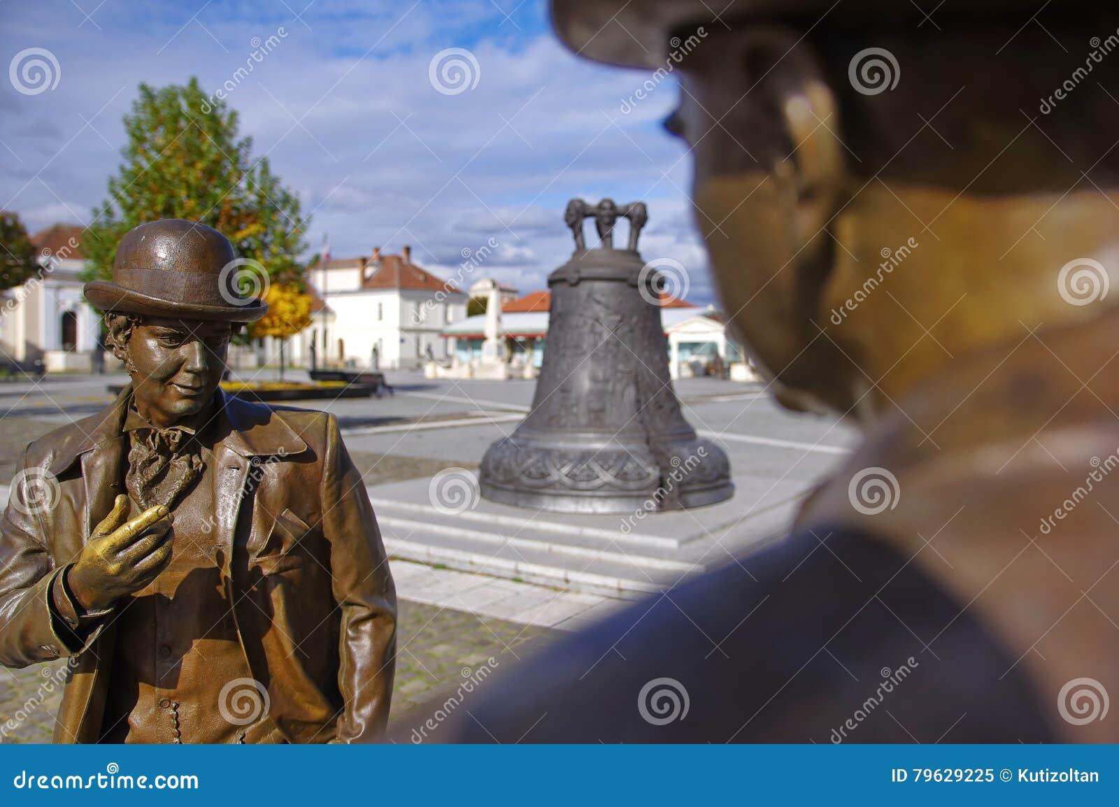 Estatuas de los hombres que hablan