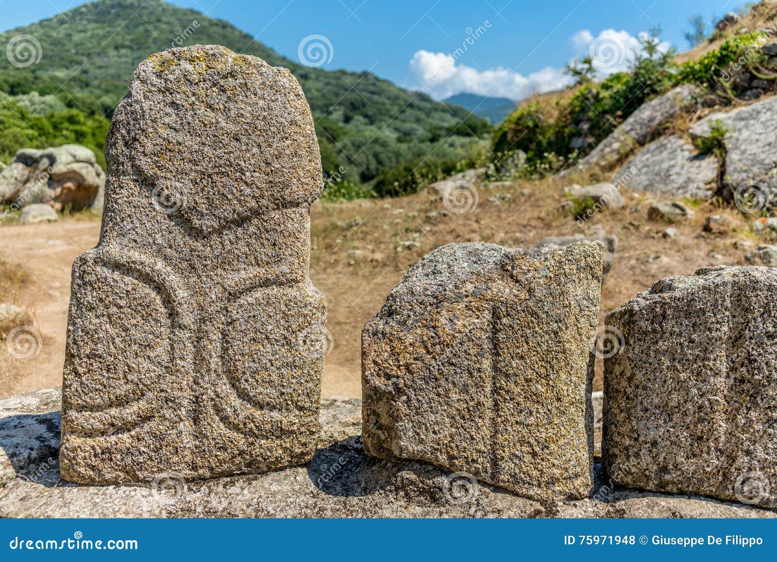 Estatuas prehistóricas en las colinas de Córcega - 4