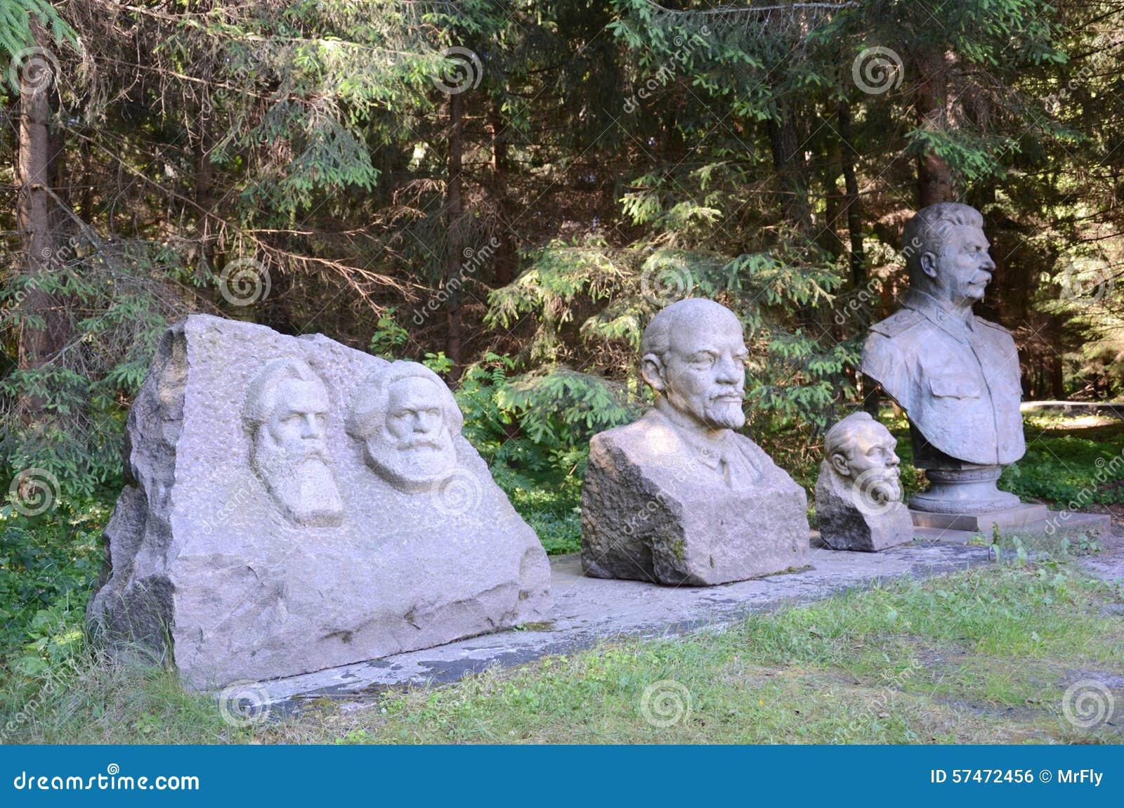 Estatuas soviéticas en el parque de Grutas