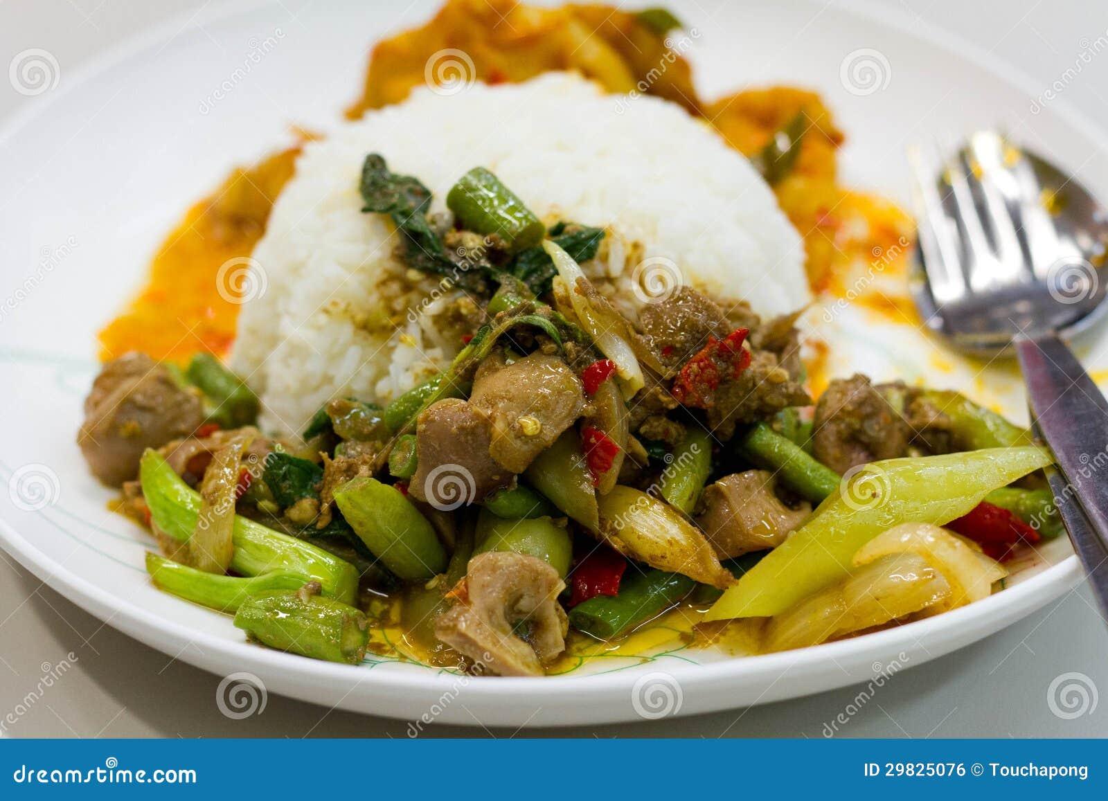 Caril picante tailandês.