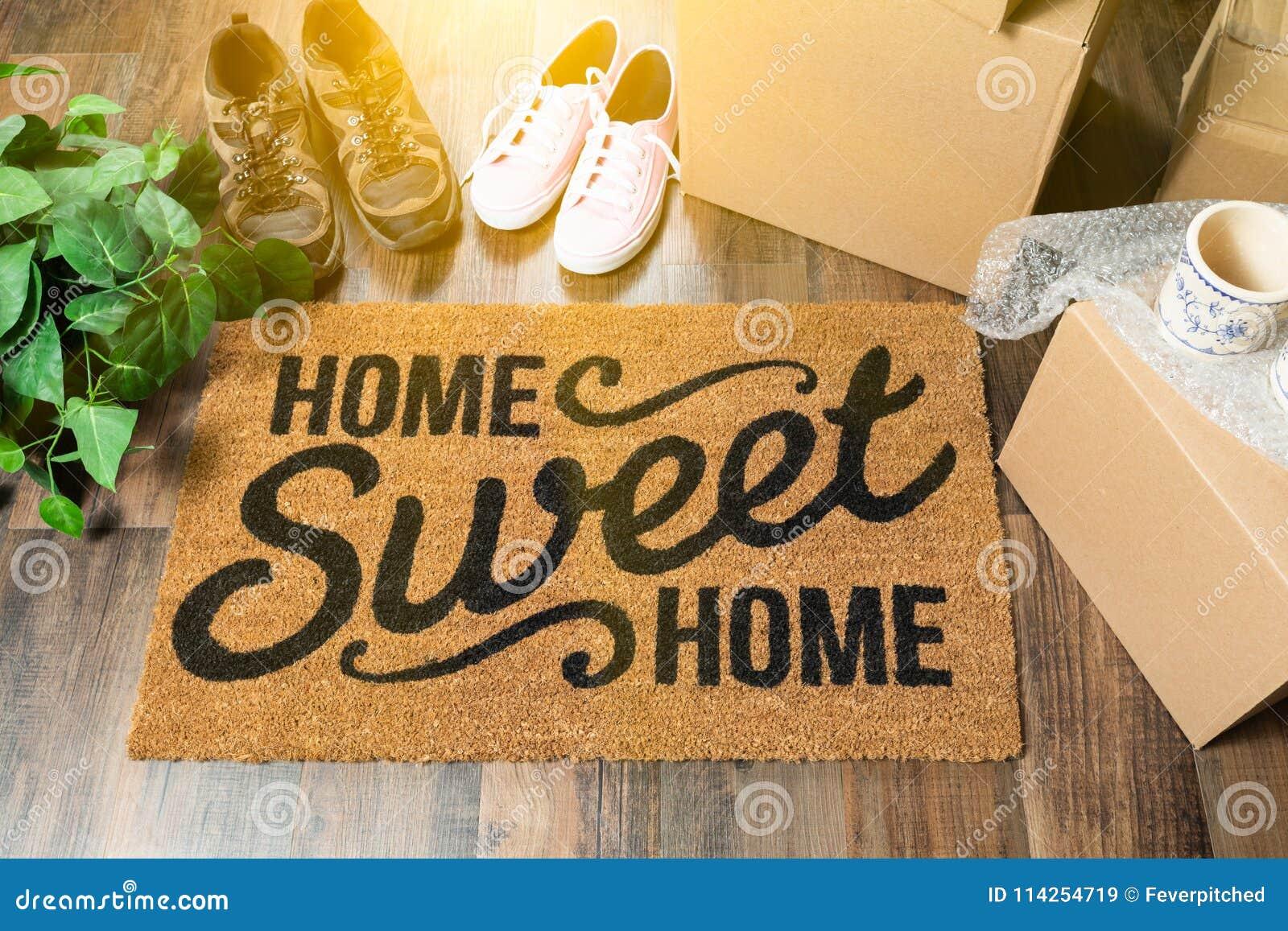 Esteira bem-vinda home doce home, caixas moventes, mulheres e sapatas masculinas