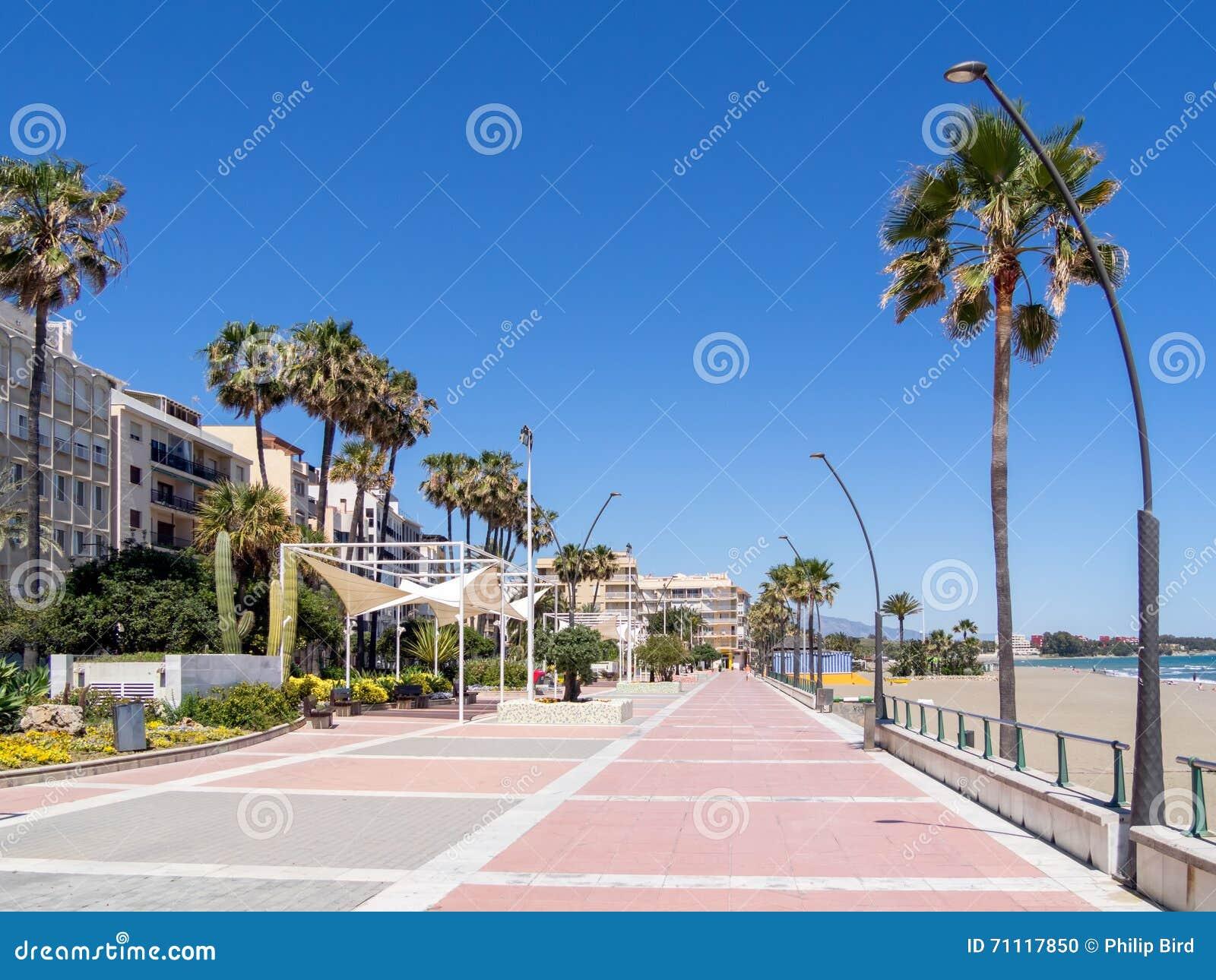 ESTEPONA, ANDALUCIA/SPAIN - 5 ΜΑΐΟΥ: Περίπατος Estepona Ισπανία